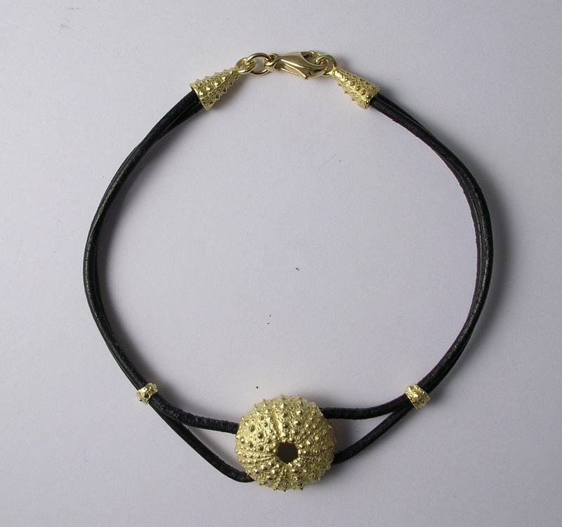 Bracelet with gold sea-urchin